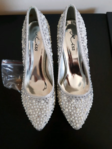 Silver fancy shoes all pearl and stones