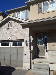 Beautiful Ancaster Townhouse for Rent!