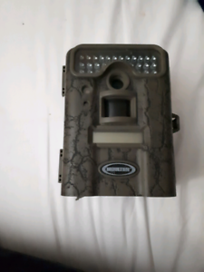 5 Moultrie trail cams with 3 solar panels