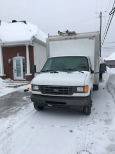 Ford e-350 cube 14' 6 roues 2006 pas d'inspection SAAQ !!!