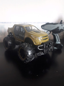 4x4 off roading remote truck