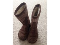 Hardly used clarks girls size 7F boots