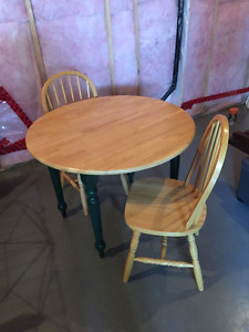 Petite table ronde pour coin repas/ Round Table for kitchenette