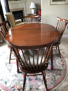 Villas Dining Room Table & 4 Chairs