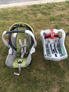 Graco Snug Ride 35 Car Seat + base attachment