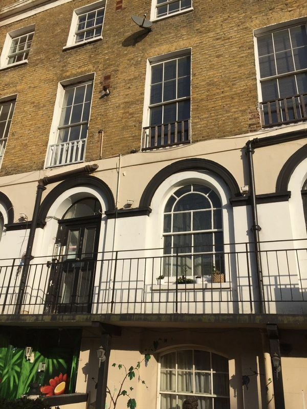1 bedroom flat in Edgware Road, LITTLE VENICE, W21