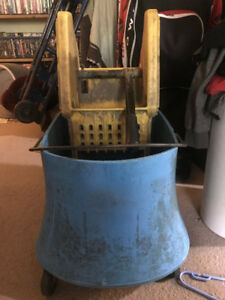 INDUSTRIAL MOP BUCKET AND WRINGER