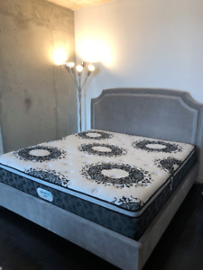 Beautyrest King Mattress Like New in Store 2500$ pick up