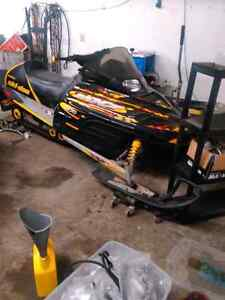 Part out 2002 skidoo mxz 800