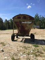 Hi dump forage wagon