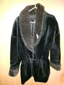 Manteau  d'hiver simili fourrure 3/4 noir pour femme  ( large)