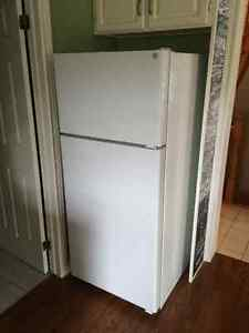 GE refrigerator - Mint Condition!