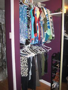 Vêtements pour femmes grandeur 7 et 9, M et L