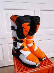 Motocross Boots, Thor Blitz , size 9 (43 euro) , excellent !