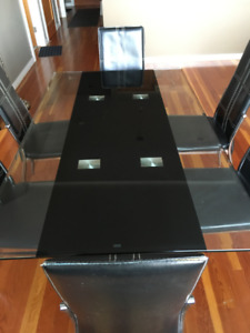 Glass dining table with 6 chairs maintained in a good condition
