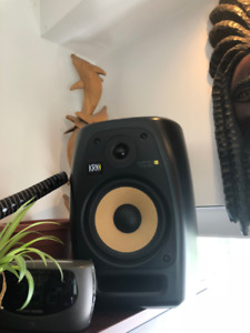 KRK VXT8 PAIR speakers, mint condition inside and out.