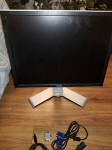 "Dell Ultra Sharp Monitor  19"" inch LCD Display with 90° Rotation"