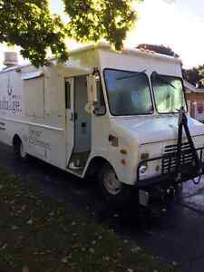 Food Truck - 1983 Grumman Olson curb master 16 ft truck