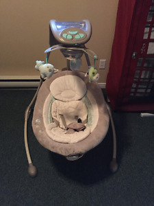 Baby swing with newborn insert