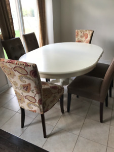 EXTENSION DINING TABLE with 4 LEATHER CHAIRS & 2 FABRIC CHAIRS