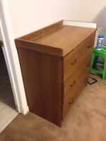 Dresser with 3 drawers $10