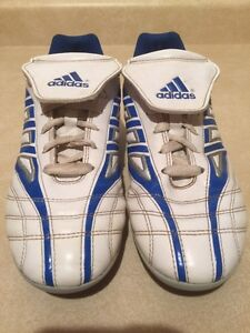 Men's Adidas TraXion Outdoor Soccer Cleats Size 6 London Ontario image 4