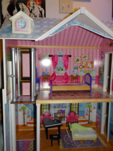 Doll House 3 storeys great condition