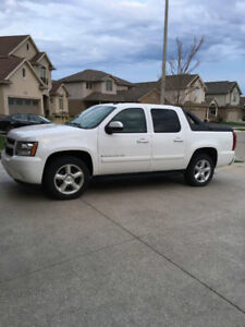 2008 Chevrolet Avalanche LT - One Owner - Excellent condition