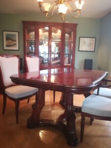 Dining room set in cherry wood