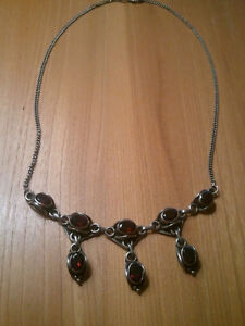 BEAUTIFUL VINTAGE 925 SILVER WITH GARNETS