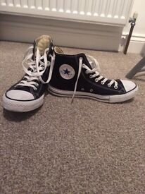 Unisex Brand New Converse Size 9 Black And White