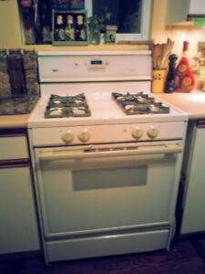 FREE CALORIC SELF-CLEANING GAS STOVE