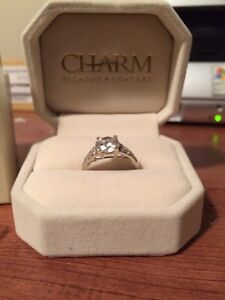 10k White Gold Ring with glass diamond