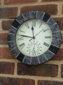 Clock with thermometer outdoor/indoor