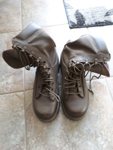 Military combat boots brand new