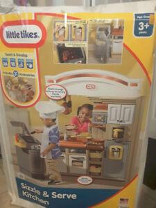 Little Tikes Sizzle & Serve Kitchen