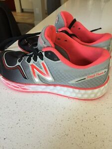 Girl's New Balance Running Shoes size 1.5 Kitchener / Waterloo Kitchener Area image 3