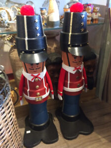2 Soldiers Made Out of Flower Pots