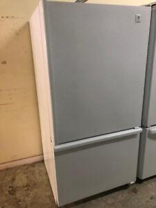 Refrigerateur blanc congélateur au bas GE
