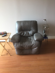 MOVING: LEATHER SURFACES RECLINER - GREEN TONE
