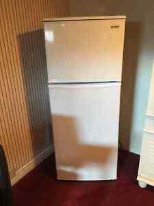Apt size Kenmore fridge. Excellent condition