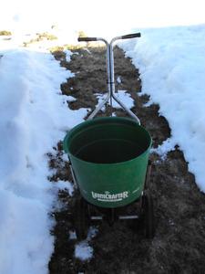 lawn grass seed/fertilizer spreader