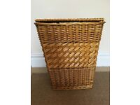 Laundry basket/hamper