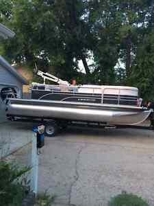 2014 legend pontoon boat