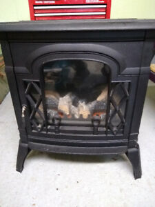 Pyromaster Electric Stove/Fireplace 4500 BTU Electric Stove