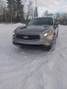 Infiniti FX35 mint with car starter and 2 sets of rims and tires