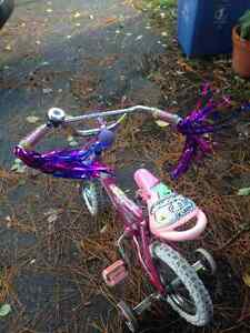 Girls bike with training wheels with bells and whistles Cornwall Ontario image 3
