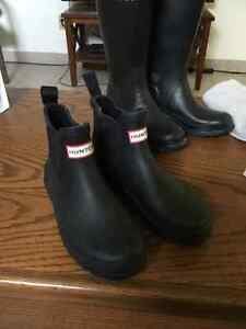 Short black hunter boots size 6
