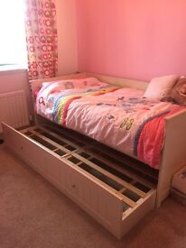 Wooden single daybed with trundle