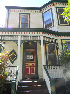 Beautiful Character House on Vernon St. 1min from DAL! 4-6 rooms